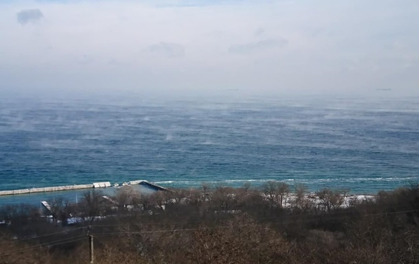 Кипящее  одесское море сняли на видео