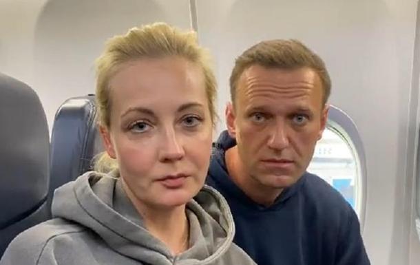 Водочки нам принеси : Навальные летят в Москву
