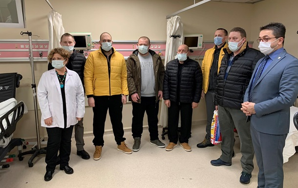 Спасенных при крушении сухогруза украинцев выписали из больницы в Турции