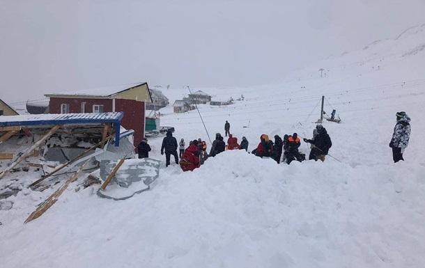 В России лавина сошла на горнолыжную трассу