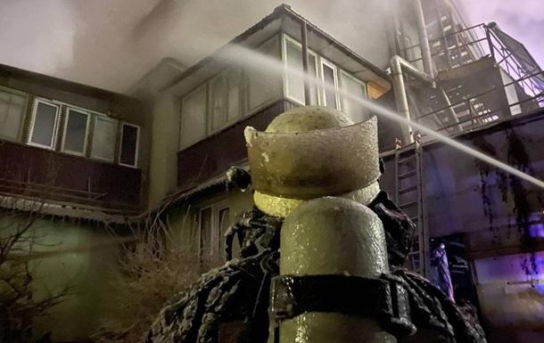 В Киеве горело трехэтажное офисное здание