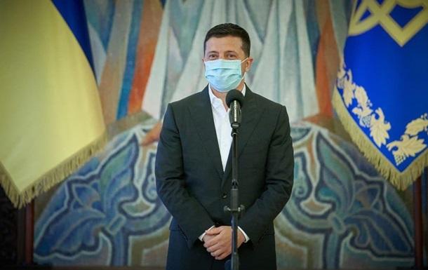 Зеленский наградил именным оружием начальника Генштаба