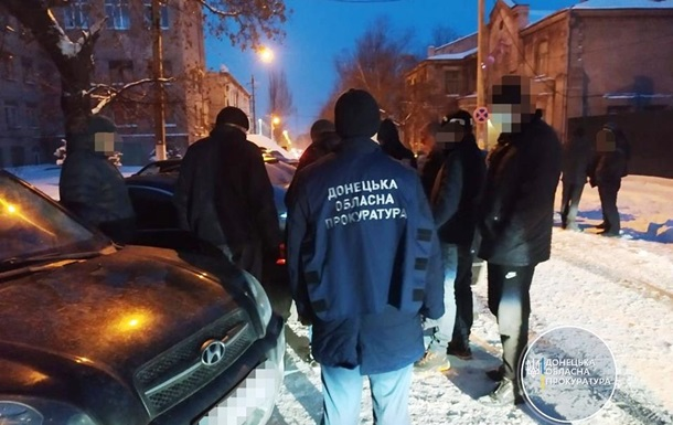 У Донецькій області на хабарі спіймали слідчого та екс-поліцейського