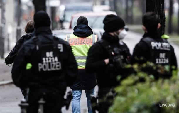 Бросавшего в посольство США снежки в Берлине задержала полиция