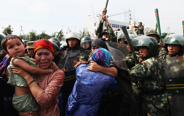 США обвинили Китай в геноциде. Что там происходит