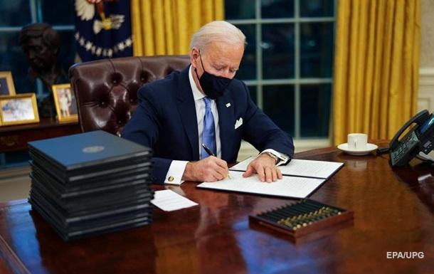 Байден отменил ряд решений Трампа: первые указы