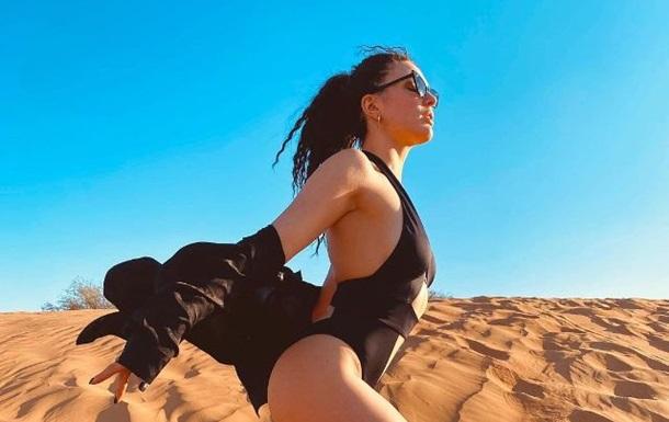 MARUV снялась в купальнике на фоне пустыни