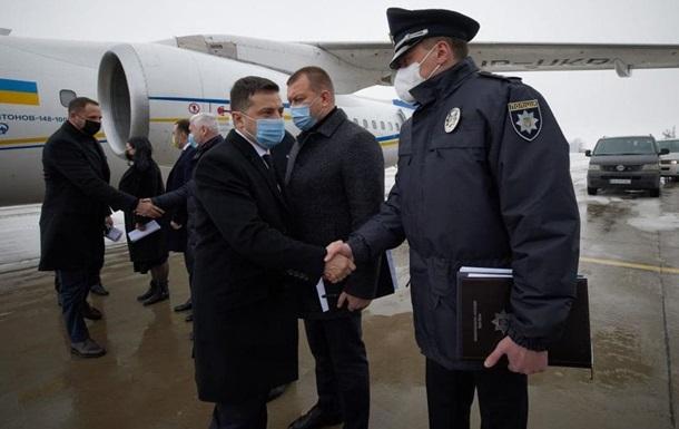 Зеленский приехал на место пожара в Харьков