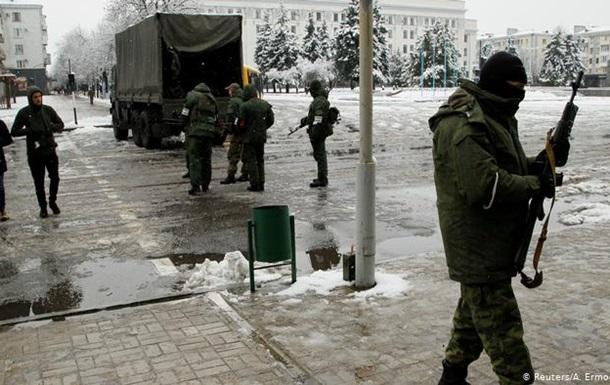 Жовті фіранки та синя скатертина: хто в Луганську чекає на Україну