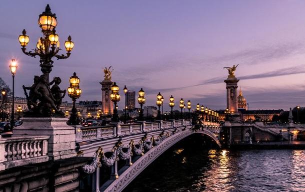 Франція посилила правила в їзду в країну