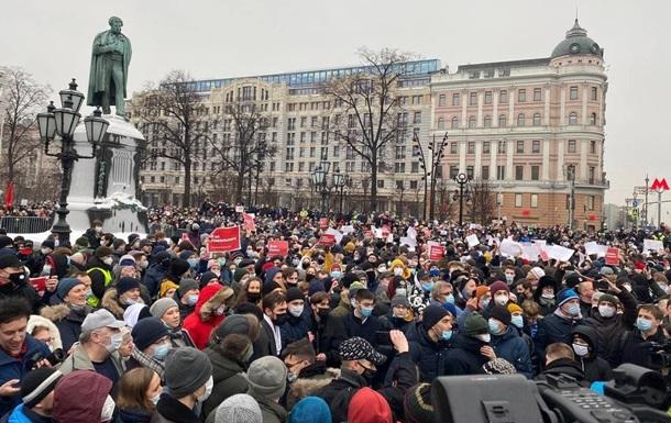 На акции в Москве идут массовые задержания