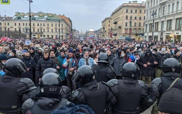 На протестах в России задержали более 1000 человек