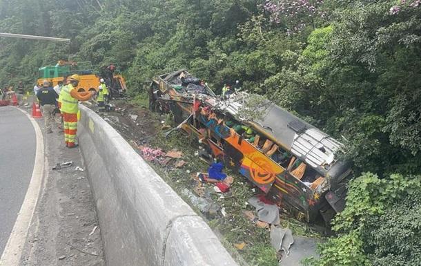 У Бразилії 19 осіб загинули в ДТП з автобусом