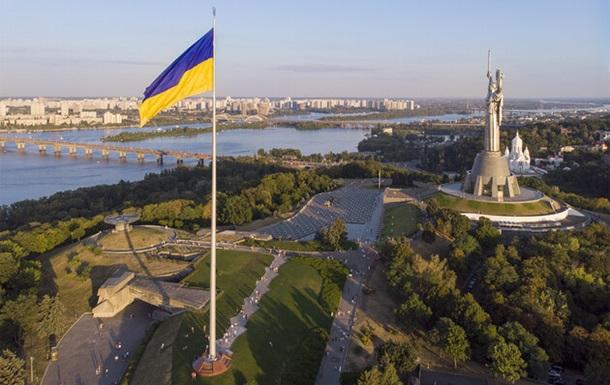 В Киеве решили приспустить главный флаг на склонах Днепра