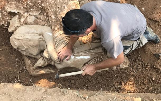 В Греции на стройке нашли древние статуи