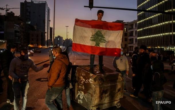 У Лівані протестувальники закидали поліцію бойовими гранатами