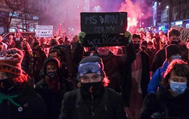 У Польщі тисячі людей протестували проти заборони абортів