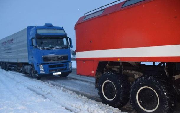 На Николаевщине в заторах застряли сто грузовиков