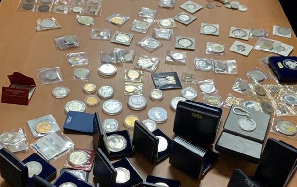 На границе с Польшей изъяли тысячи монет
