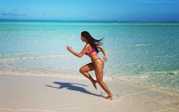 Николь Шерзингер восхитила снимками на пляже