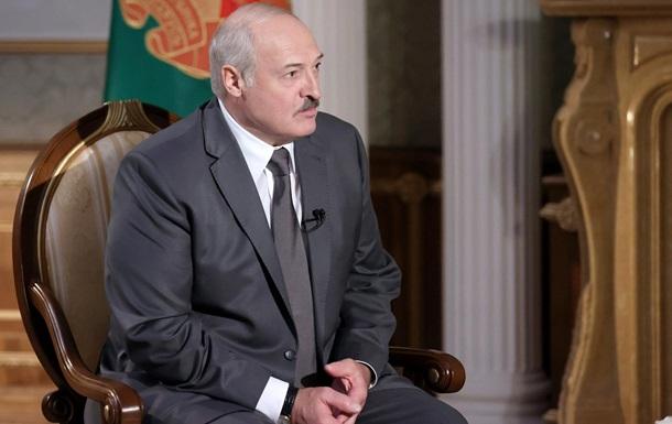 На танку, БМП, з автоматом у руках : Лукашенко готовий захищати Білорусь
