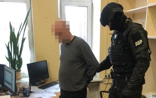Подполковника налоговой милиции поймали на взятке в $20 тысяч