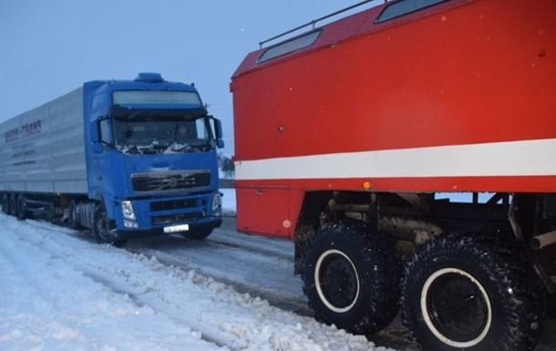 У двох областях обмежено рух фур через снігопад