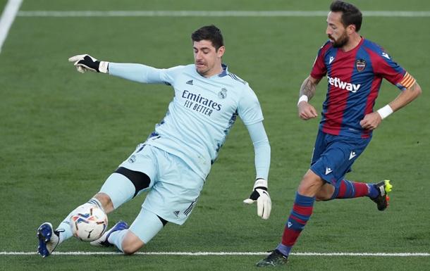 Реал проиграл Леванте, играя весь матч в меньшистве