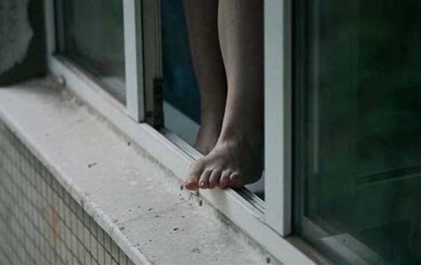В Киеве девушка выпрыгнула из окна после ссоры с парнем