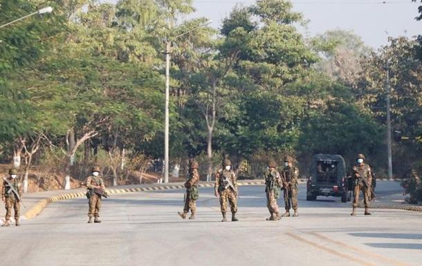 Байден вимагає від військових М янми віддати владу
