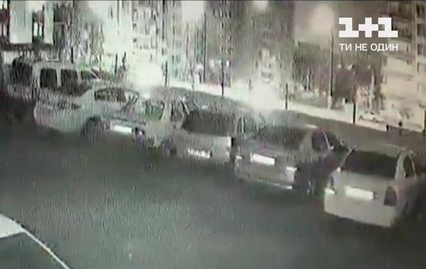 В Турции шесть машин рухнули в строительный котлован