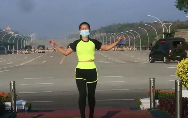 Сеть покорило видео фитнеса на перевороте в Мьянме