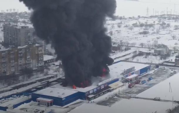 Пожар в ТЦ Первомайска показали с высоты полета