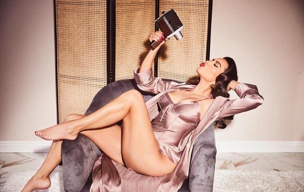 Ким Кардашьян показала снимки в стиле пин-ап