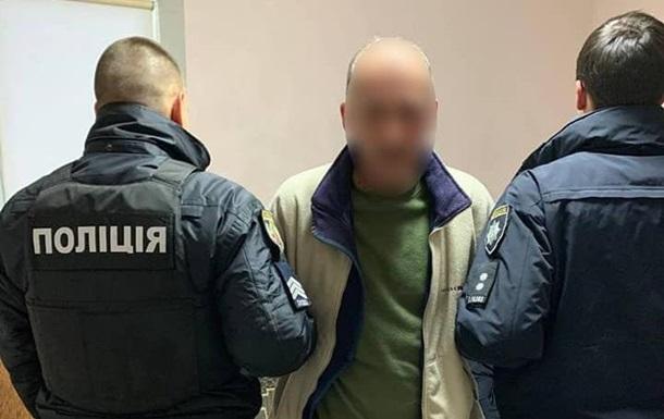 У Києві чоловік проводив відстріл  підозрілих осіб  з балкона