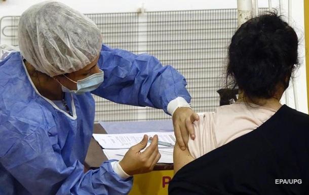 В Британии COVID-вакцину получили 10 млн человек