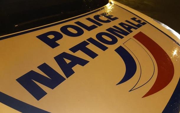 В пригороде Парижа грузовик сбил двух пешеходов
