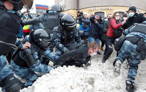 Штаб Навального тимчасово відмовляється від протестів у РФ