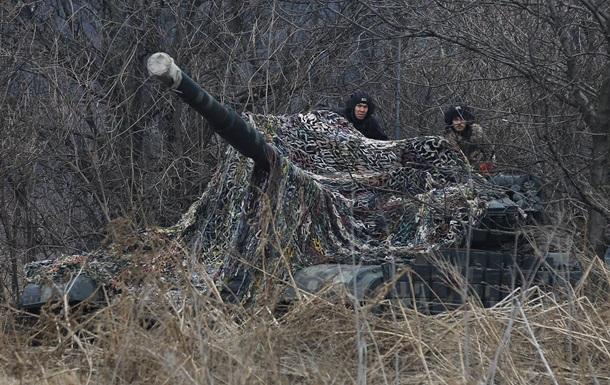 В зоне ООС за сутки четыре обстрела, ранен боец