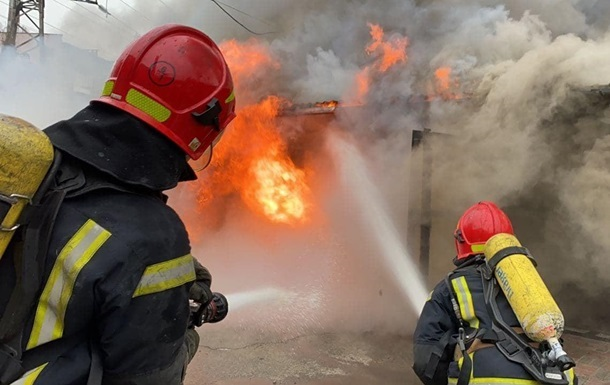 В Киевской области сгорел дверной склад