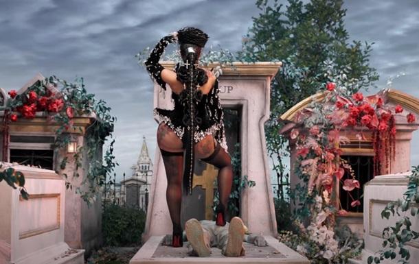 Американська реперка станцювала на кладовищі у кліпі, знятому українкою