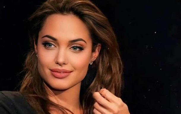 Анджелина Джоли продает дорогой подарок от Брэда Питта