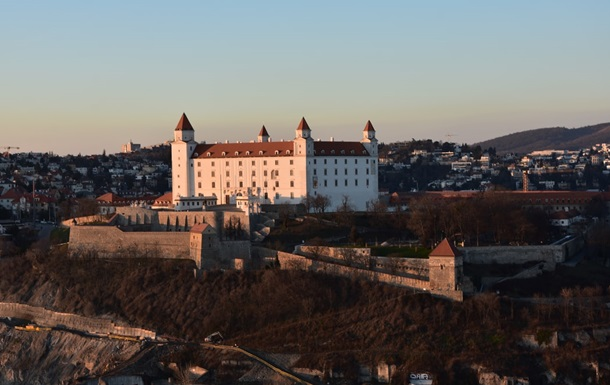 Власти Словакии продлили на 40 дней режим ЧС