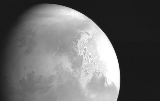 Китайский зонд прислал снимок Марса