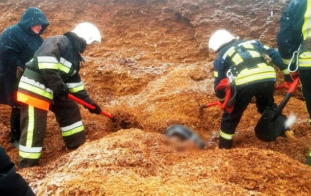 У Хмельницькій області через зсув у силосній ямі загинула людина