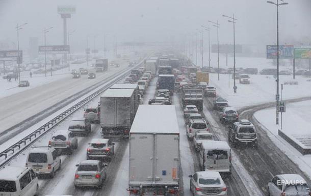 У Києві утворилися затори через снігопад