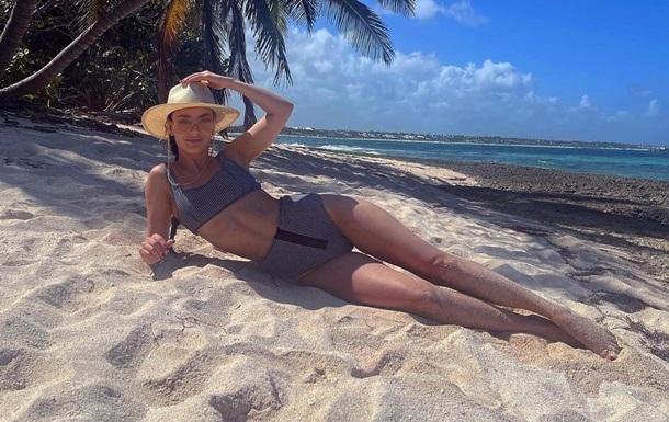 'Холостячка' Ксения Мишина похвасталась фигурой в откровенном бикини