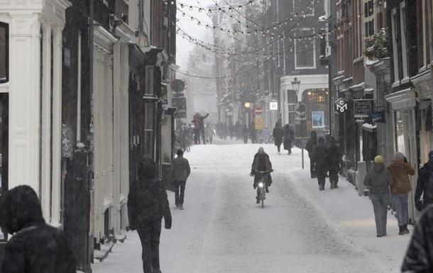 У Нідерландах комендантську годину подовжено до березня