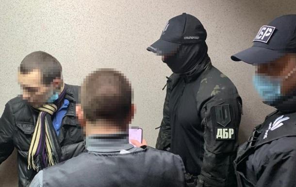 У Харкові адвокат піймався на хабарі слідчому ДБР