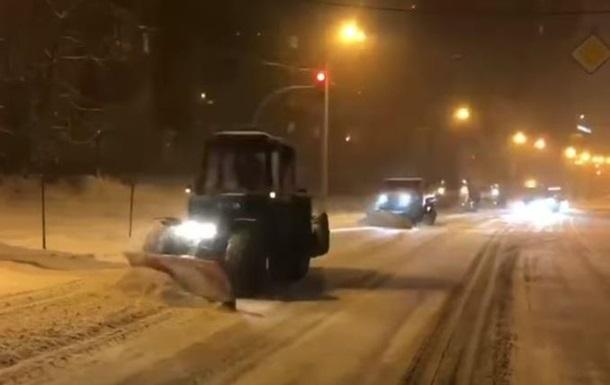 Кличко показал, как расчищают Киев от снега